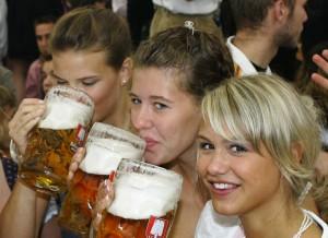 girls_chugging_beer