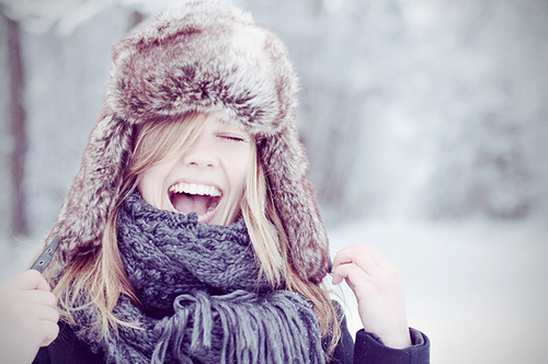 blond-fur-hat-girl-scarf-smile-winter-Favim.com-93709
