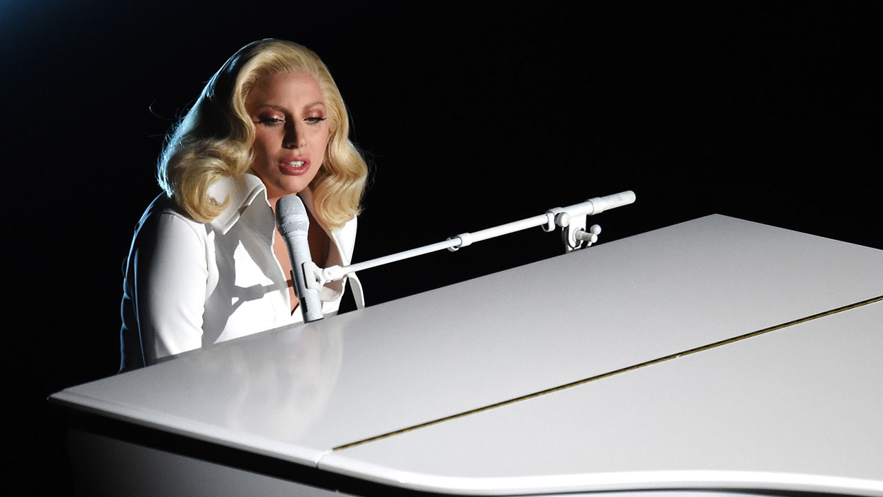 et_LadyGagaPerforms_1280